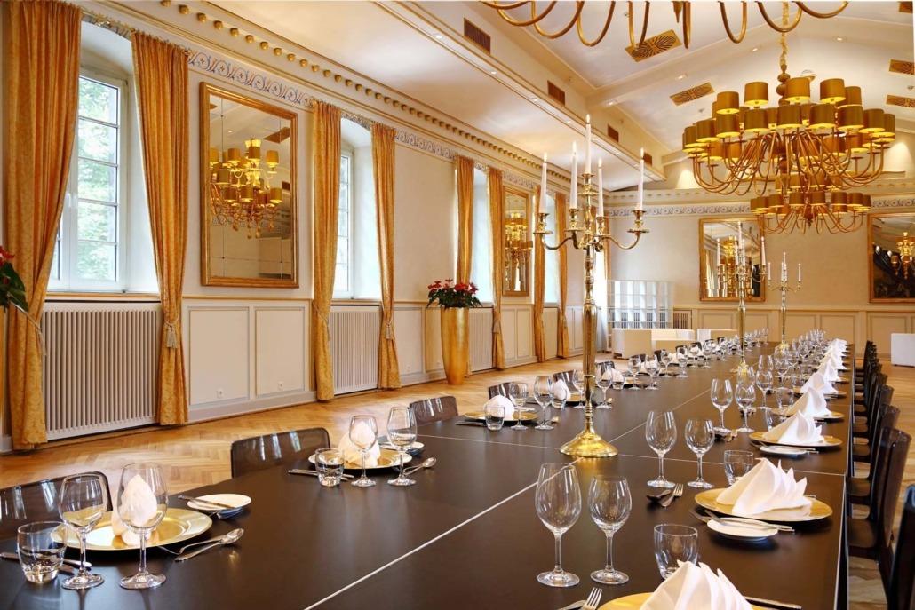Langer Tisch im Festsaal der Wolkenburg für Ihre Tagung!