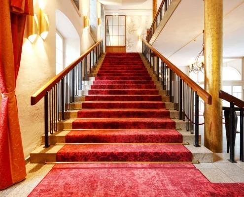 Aufgang roter Teppich Treppe in der Wolkenburg!